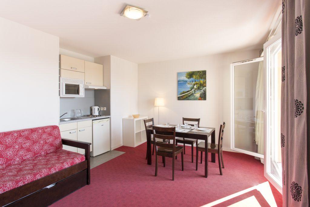 Salon d'une chambre de la résidence hôtelière/hôtel de Le Virginia by Popinns