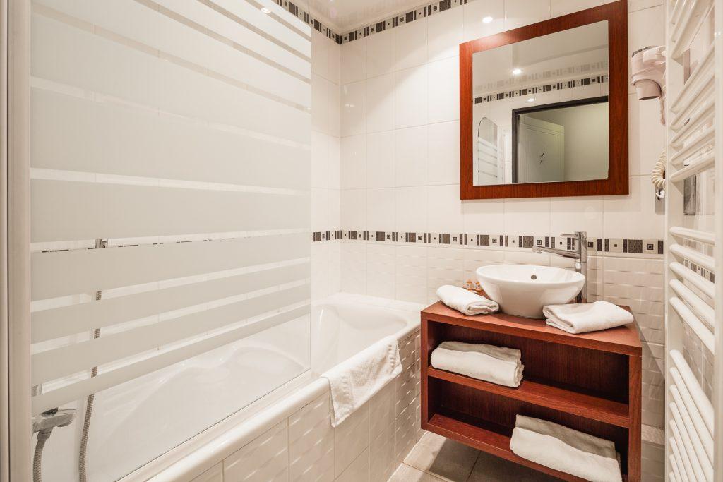 Salle de bain de la résidence hôtelière / hôtel le Ruby Suites à Strasbourg