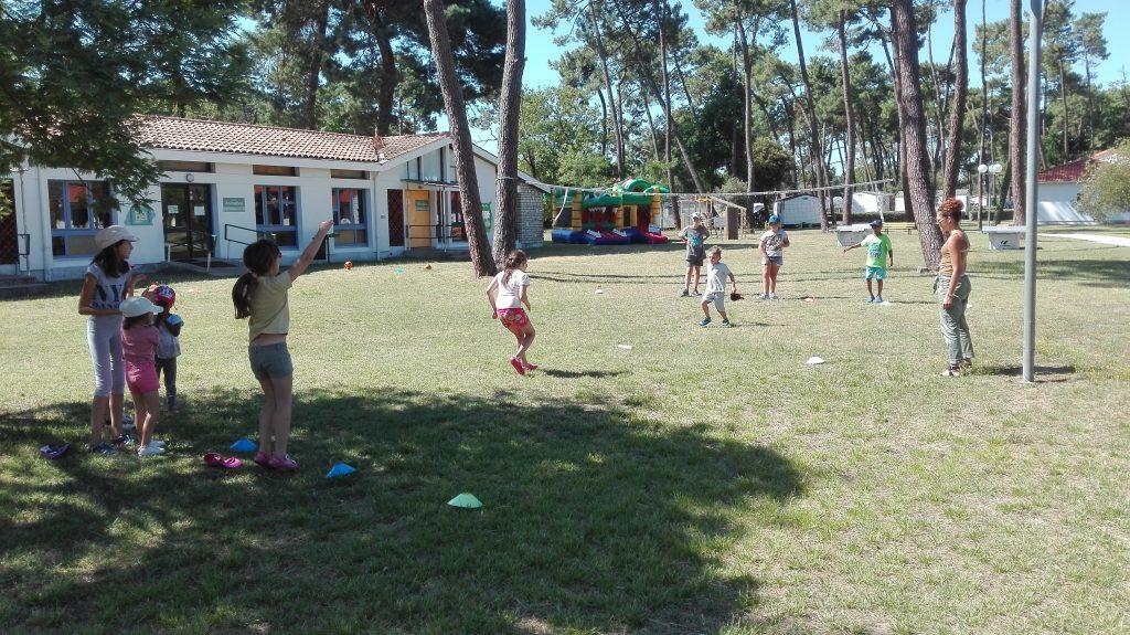 Activité sportive volley-ball à Sous Les Pins by Popinns à  La Tremblade (17)